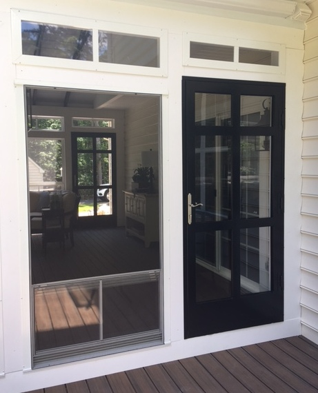 Williamsburg storm door