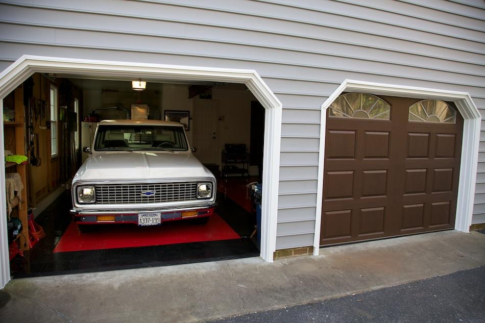 FIberglass Garage Doors Enhance Chesterfield Home